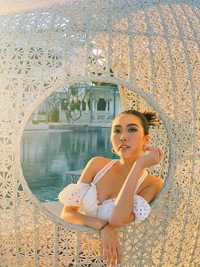 Hoa hậu Tường Linh may mắn được gia đình và bạn trai động viên vượt qua sóng gió - ảnh 1