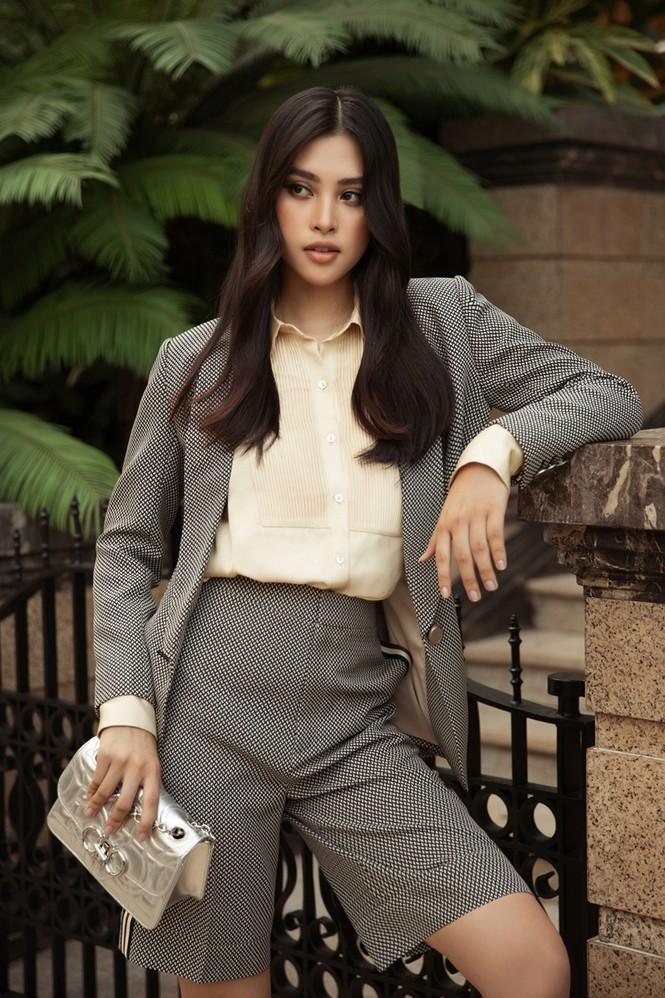 Hoa hậu Mỹ Linh, Tiểu Vy dùng dàn fashionista hóa quý cô thời đại đầy cá tính - ảnh 1