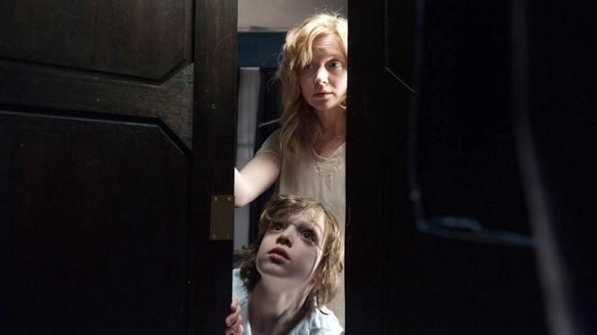 Làm mẹ đơn thân đã vất vả, mẹ đơn thân trong phim kinh dị còn khổ sở hơn nhiều - ảnh 3
