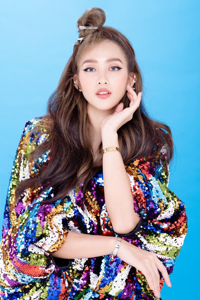 Khả Ngân bất ngờ được đề cử vào top 100 gương mặt đẹp nhất châu Á - ảnh 2