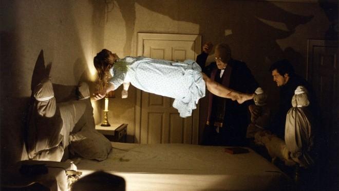 Phim kinh dị về ác quỷ đã kinh hoàng, khi hồn ma đội lốt người nhà còn đáng sợ hơn - ảnh 1