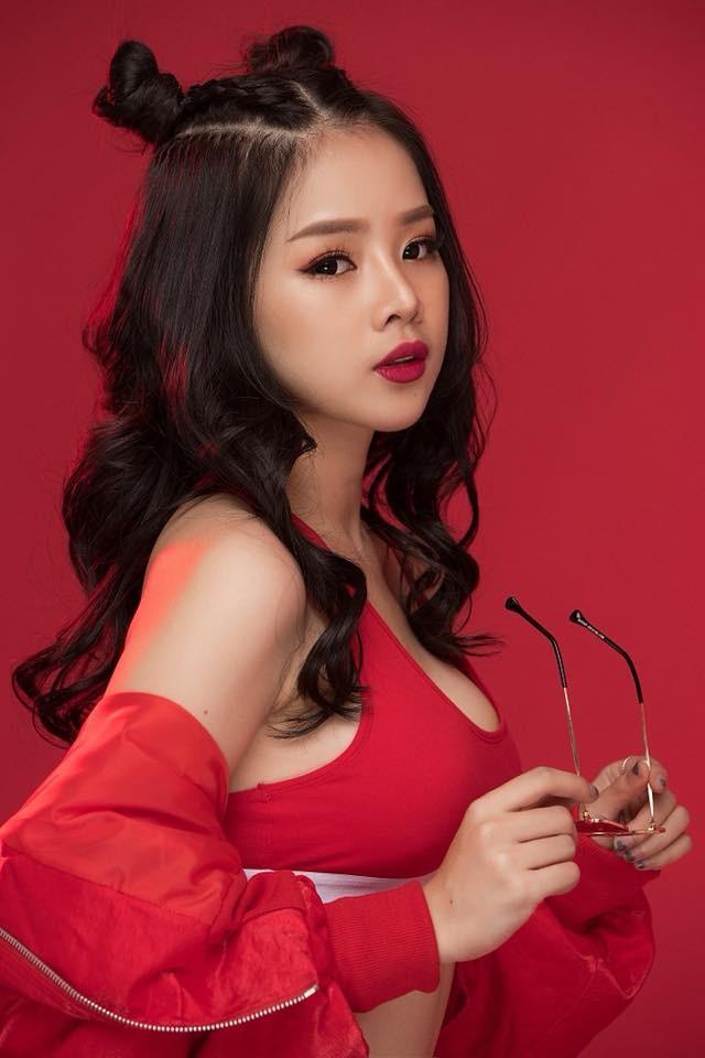 """Giữa một rừng nữ DJ bốc lửa, vì sao DJ Mie lại mặc kín đáo trong show """"Rap Việt""""? - ảnh 1"""