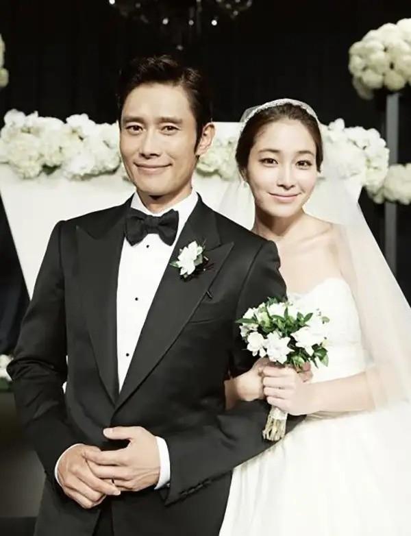 Lee Min Jung nói gì khi chọn cách cắn răng bỏ qua scandal chồng ngoại tình khi vợ mang bầu? - ảnh 1