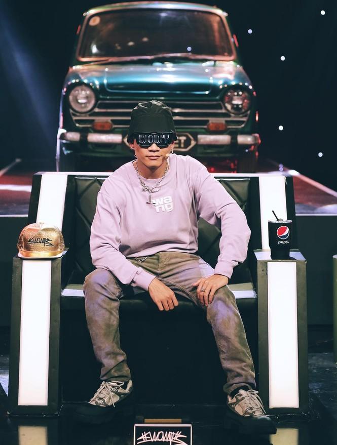 Cầm lái hộ nữ tài xế công nghệ, hành động đơn giản giúp rapper Wowy ghi điểm - ảnh 1