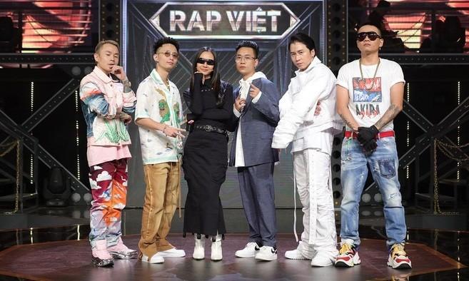 Dàn HLV ăn mặc quá chất khiến Rap Việt dần trở thành sàn diễn thời trang - ảnh 1