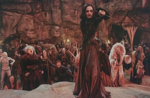 Giật mình ám ảnh với những nghi lễ phù thủy đầy kỳ bí trên màn ảnh rộng - ảnh 2