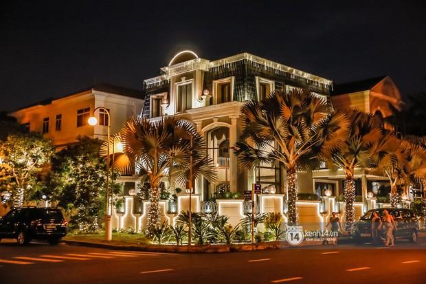 Choáng ngợp nhìn sao Việt trang trí nhà cửa mùa Noel: Sang xịn như khách sạn 5 sao - ảnh 1
