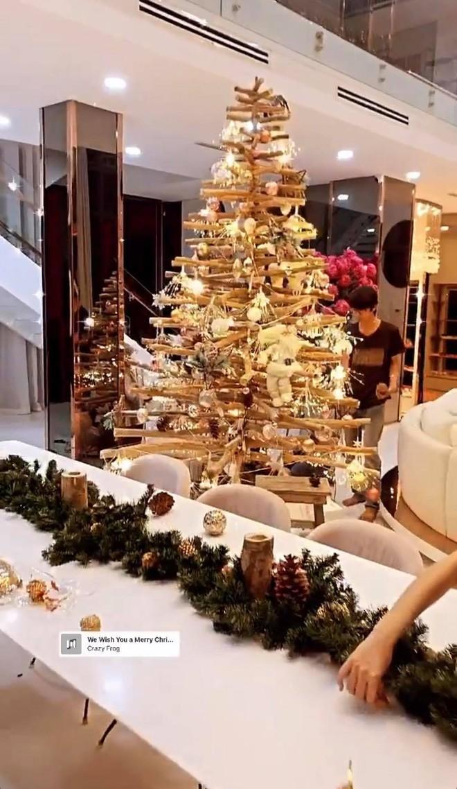 Choáng ngợp nhìn sao Việt trang trí nhà cửa mùa Noel: Sang xịn như khách sạn 5 sao - ảnh 4