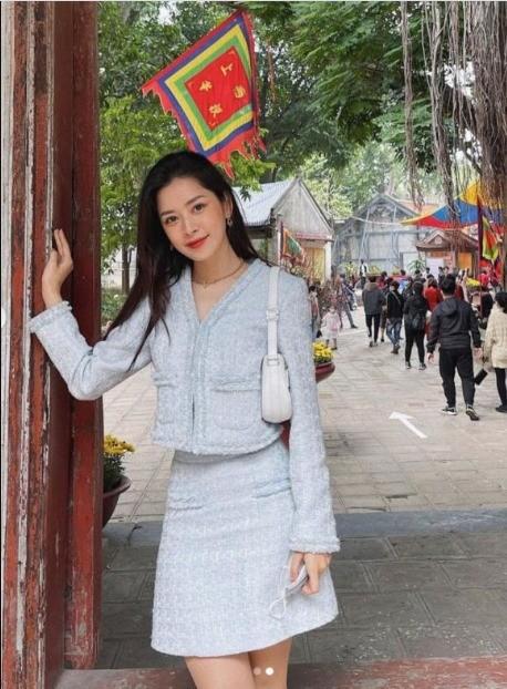 Hàng loạt mỹ nhân Việt bị chê ăn mặc phản cảm khi đi lễ chùa đầu năm - ảnh 2