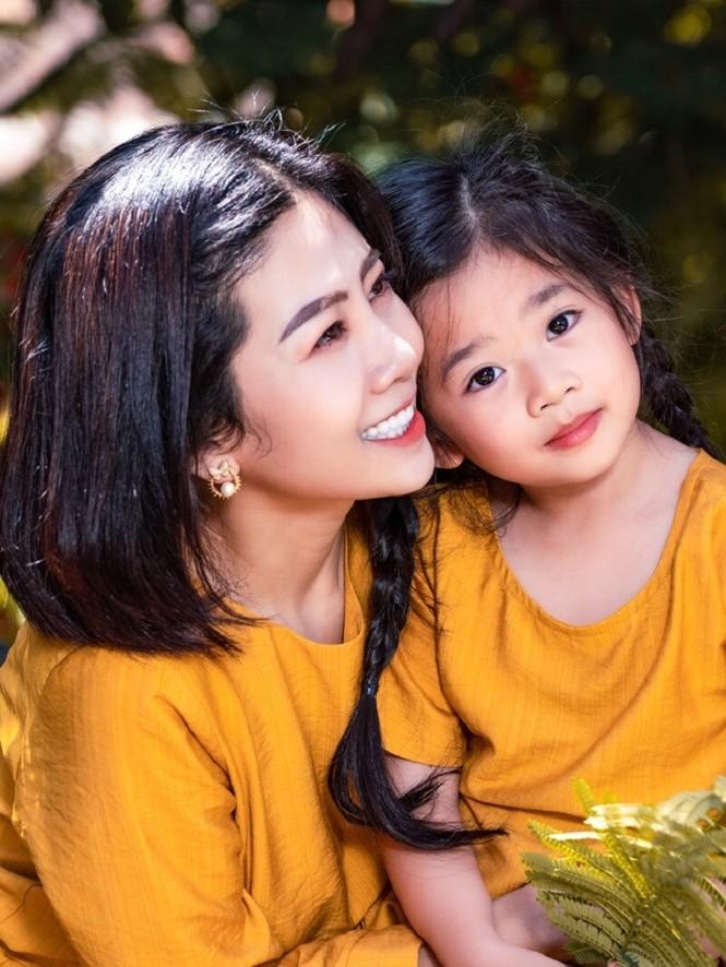 Cảm động với hình ảnh mới nhất của con gái cố diễn viên Mai Phương: Tràn đầy hạnh phúc - ảnh 1