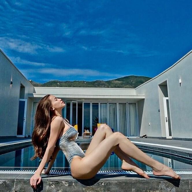 Muốn bỏng mắt với những bộ bikini khoét cao hết cỡ của dàn mỹ nhân Việt - ảnh 4