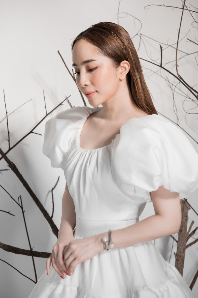 Giảm cân thành công, Quỳnh Nga khoe eo con kiến gợi cảm cùng sắc trắng - ảnh 3