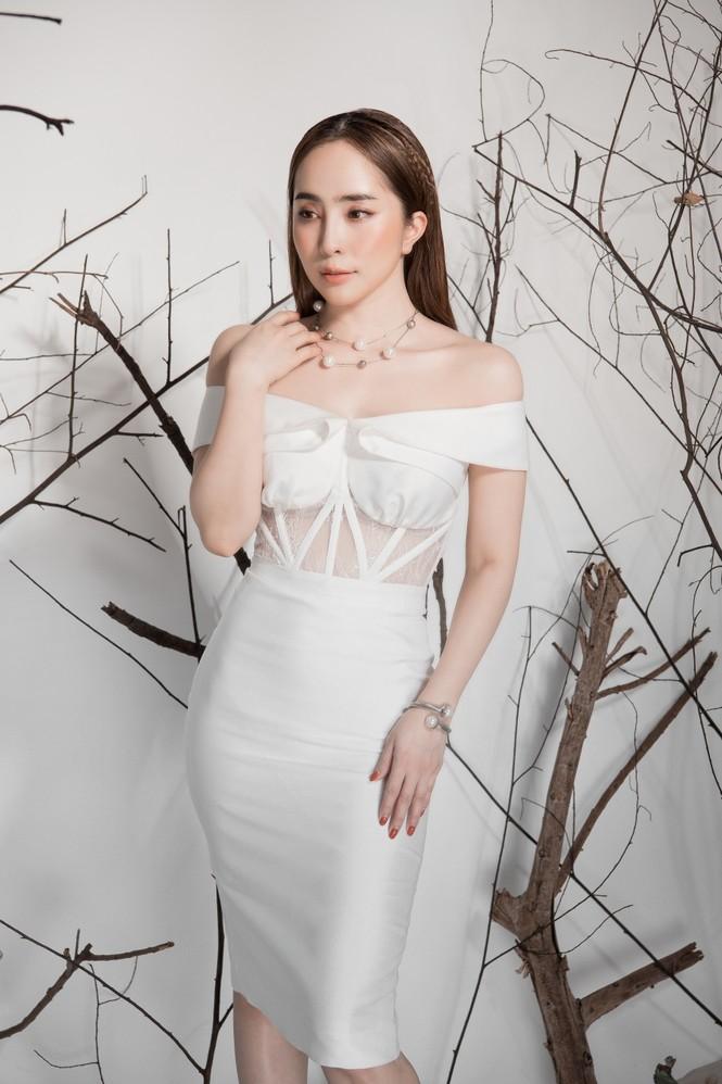 Giảm cân thành công, Quỳnh Nga khoe eo con kiến gợi cảm cùng sắc trắng - ảnh 4