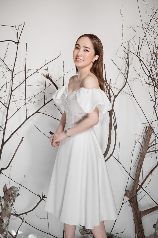 Giảm cân thành công, Quỳnh Nga khoe eo con kiến gợi cảm cùng sắc trắng - ảnh 5
