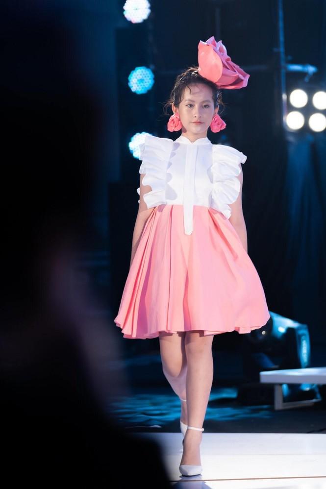 Dàn mẫu nhí khuấy đảo sắc màu tại Vietnam Top Fashion and Hair 2020 - ảnh 3