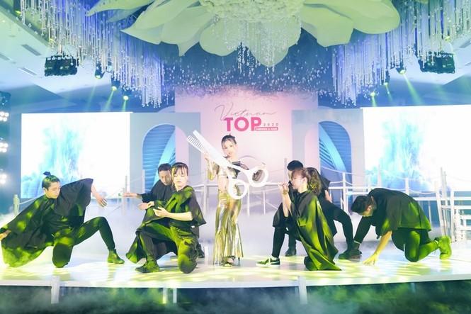 Dàn mẫu nhí khuấy đảo sắc màu tại Vietnam Top Fashion and Hair 2020 - ảnh 1