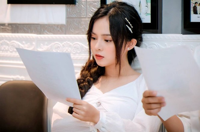 """Chân dung """"Cổ Lực Na Trát phiên bản Việt"""" khiến Thủy Tiên """"sướng điên"""" vì hát hay - ảnh 2"""
