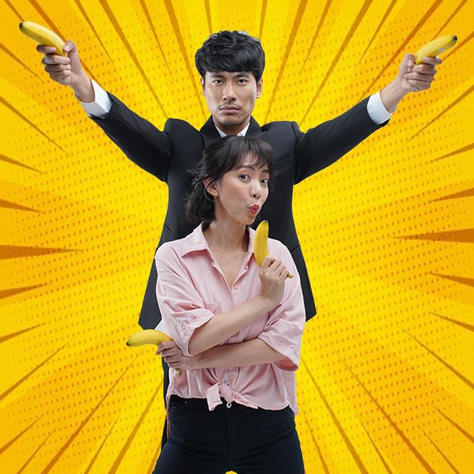 """Thu Trang hóa """"bà cô ế"""" bế Kiều Minh Tuấn chạy trốn đầu năm - ảnh 2"""
