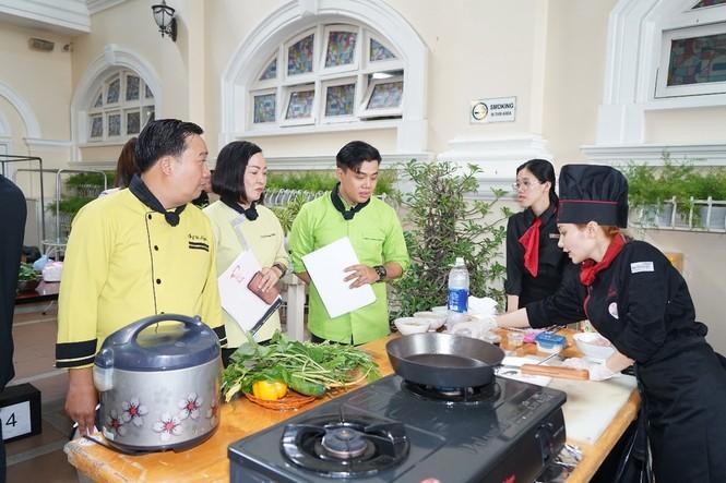 Sinh viên trường ĐH Hoa Sen nâng tầm ẩm thực Việt - ảnh 2