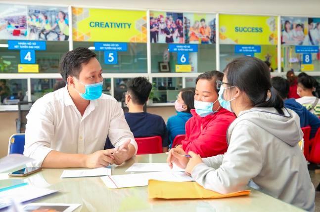 Nhập học online giúp tân sinh viên nhẹ gánh - ảnh 1
