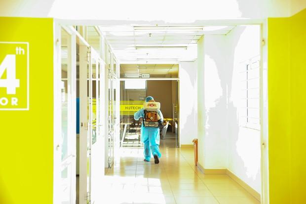 Trường ĐH Công nghệ TP. HCM phải phun khử trùng vì BN1342 đi học - ảnh 3