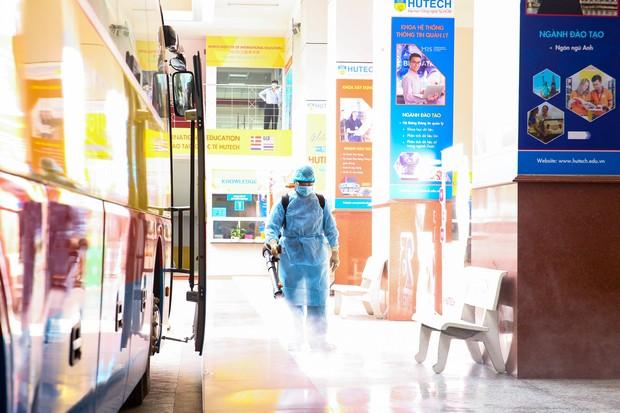 Trường ĐH Công nghệ TP. HCM phải phun khử trùng vì BN1342 đi học - ảnh 5