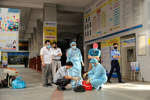 Trường ĐH Công nghệ TP. HCM phải phun khử trùng vì BN1342 đi học - ảnh 9