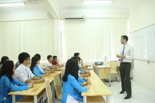 Giảng viên là F1 COVID-19, trường ĐH Ngân hàng TP. HCM phải cho sinh viên nghỉ học - ảnh 1