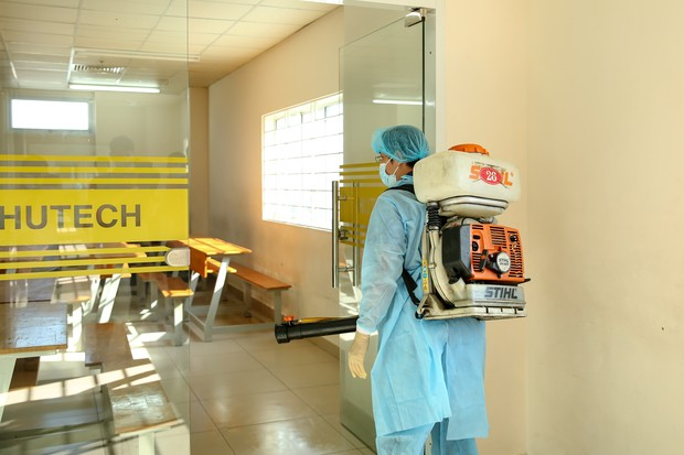 Trường ĐH Công nghệ TP. HCM phải phun khử trùng vì BN1342 đi học - ảnh 10