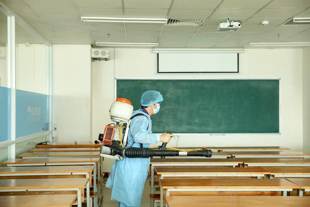 Trường ĐH Công nghệ TP. HCM phải phun khử trùng vì BN1342 đi học - ảnh 11