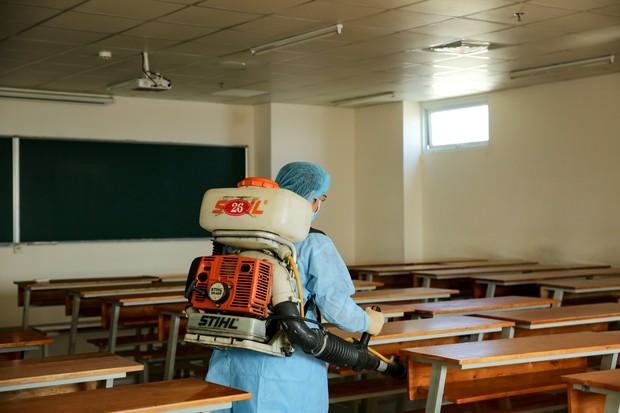 Trường ĐH Công nghệ TP. HCM phải phun khử trùng vì BN1342 đi học - ảnh 12