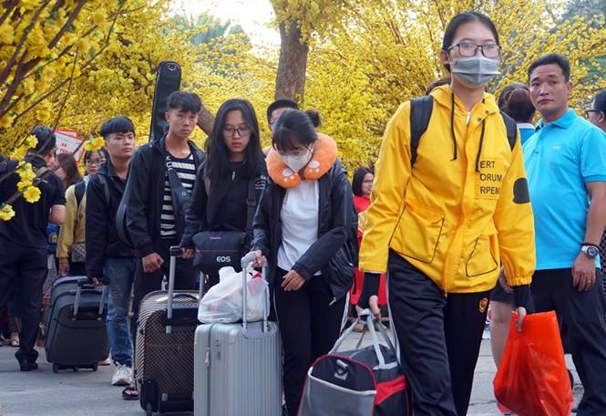 Thêm nhiều trường đại học tặng vé xe về Tết cho sinh viên - ảnh 1