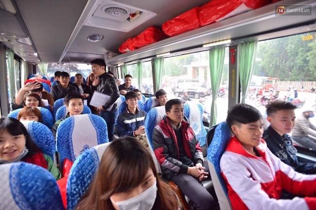 Thêm nhiều trường đại học tặng vé xe về Tết cho sinh viên - ảnh 2