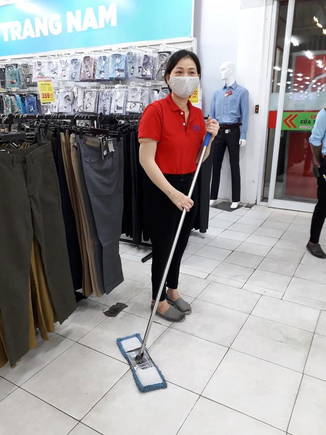 Ngập tràn cảm xúc người dân TP.HCM nói lời chia tay siêu thị Big C miền Đông  - ảnh 7