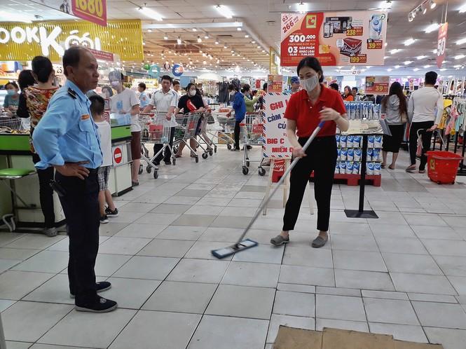 Ngập tràn cảm xúc người dân TP.HCM nói lời chia tay siêu thị Big C miền Đông  - ảnh 2