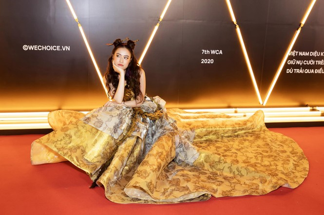 Hoàng Thùy Linh tỏa sáng khi diện trang phục lộng lẫy, lấy cảm hứng từ phượng hoàng - ảnh 4