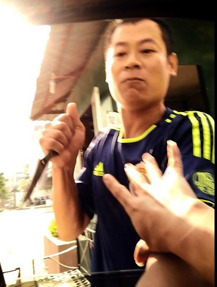 Bí thư Hà Nội: Xử nghiêm vụ dùng dao cưỡng đoạt tiền gửi xe - ảnh 1