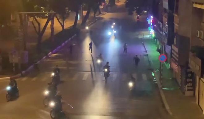 Bắt giữ 6 đối tượng trong vụ vác hung khí đuổi đánh nhau trên phố Hà Nội - ảnh 2