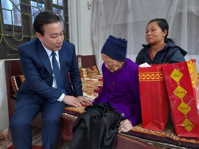 Hà Nội tặng quà Tết các gia đình chính sách, lão thành cách mạng - ảnh 3