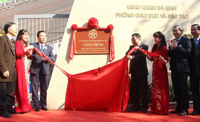 Hà Nội gắn biển 2 công trình trường học chào mừng Đại hội Đảng - ảnh 1