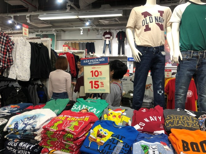 Dân sài Gòn 'ngẩn tò te' với hàng giảm giá Black Friday - ảnh 7