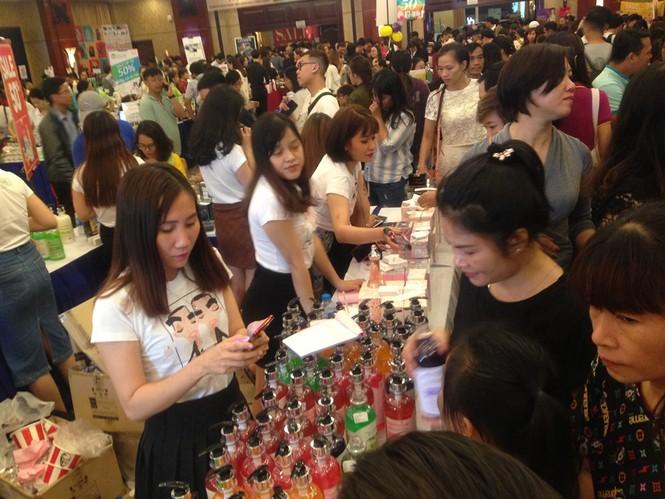 Black Friday: Chen lấn săn hàng giảm giá trong đêm Sài Gòn - ảnh 5