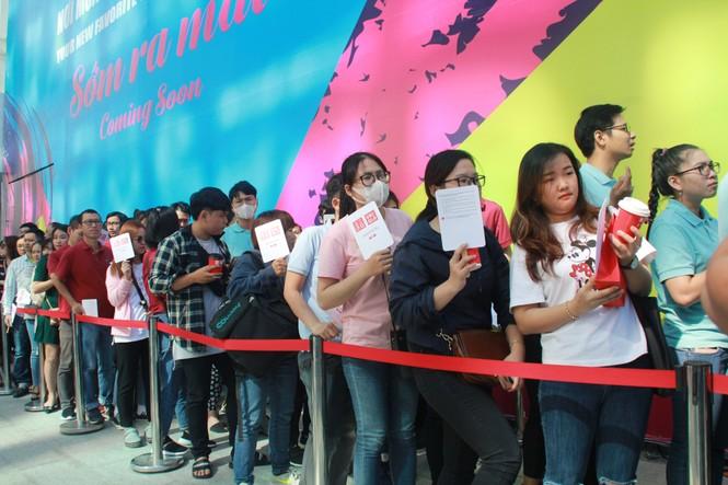 Xếp hàng dài hơn 3 tiếng để mua quần áo Nhật ngày đầu ra mắt tại TPHCM - ảnh 3
