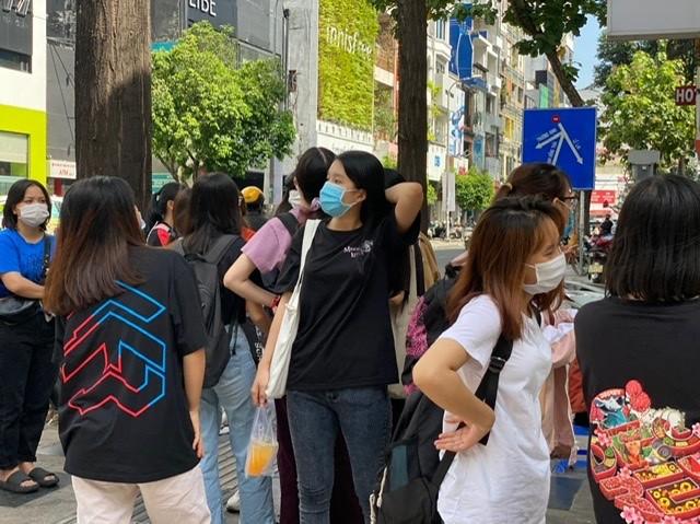 TPHCM: Rồng rắn chen chân mua hàng giảm giá ngày Black Friday - ảnh 8