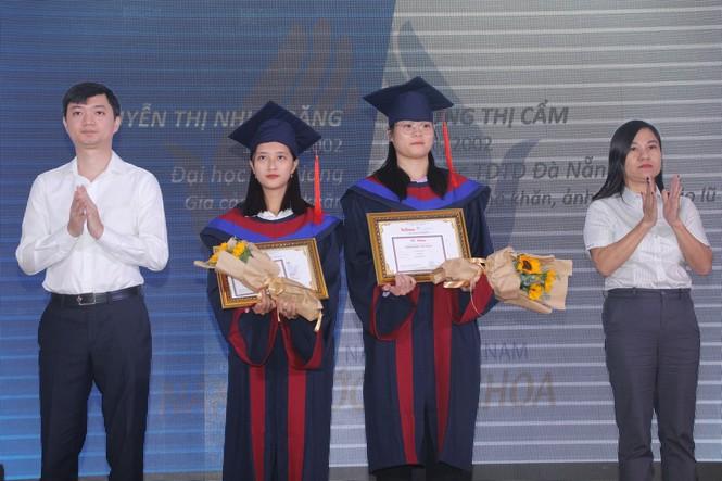 Phần thưởng bất ngờ dành cho cô thủ khoa người H'rê Đinh Thị Huệ - ảnh 8