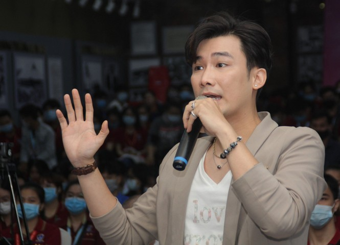 """Báo Tiền Phong tổ chức tọa đàm """"Đột quỵ gia tăng ở người trẻ - giải pháp nào để phòng ngừa - ảnh 6"""