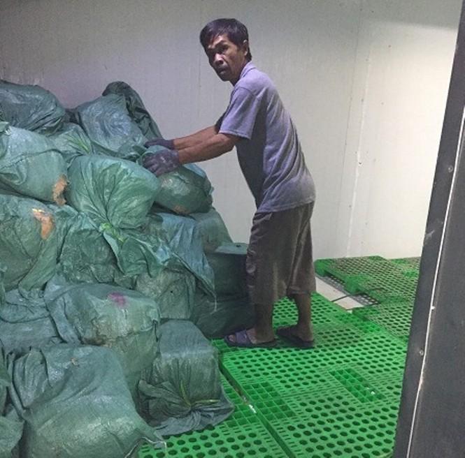 Hơn 5,5 tấn thịt, hải sản chứa trong bao tải không có nguồn gốc xuất xứ - ảnh 1