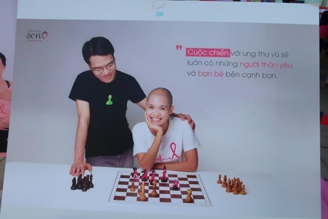 Xúc động cảnh bé gái hiến tóc tặng bệnh nhân ung thư vú - ảnh 2