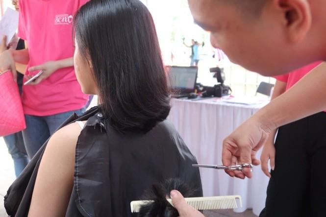 Xúc động cảnh bé gái hiến tóc tặng bệnh nhân ung thư vú - ảnh 14