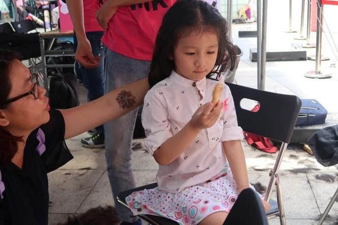 Xúc động cảnh bé gái hiến tóc tặng bệnh nhân ung thư vú - ảnh 13